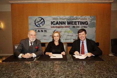 Firma del acuerdo entre Serbia y la ICANN
