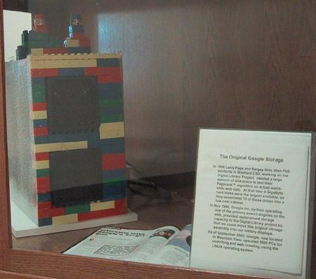 10 discos duros de 4GB montados con piezas de Lego